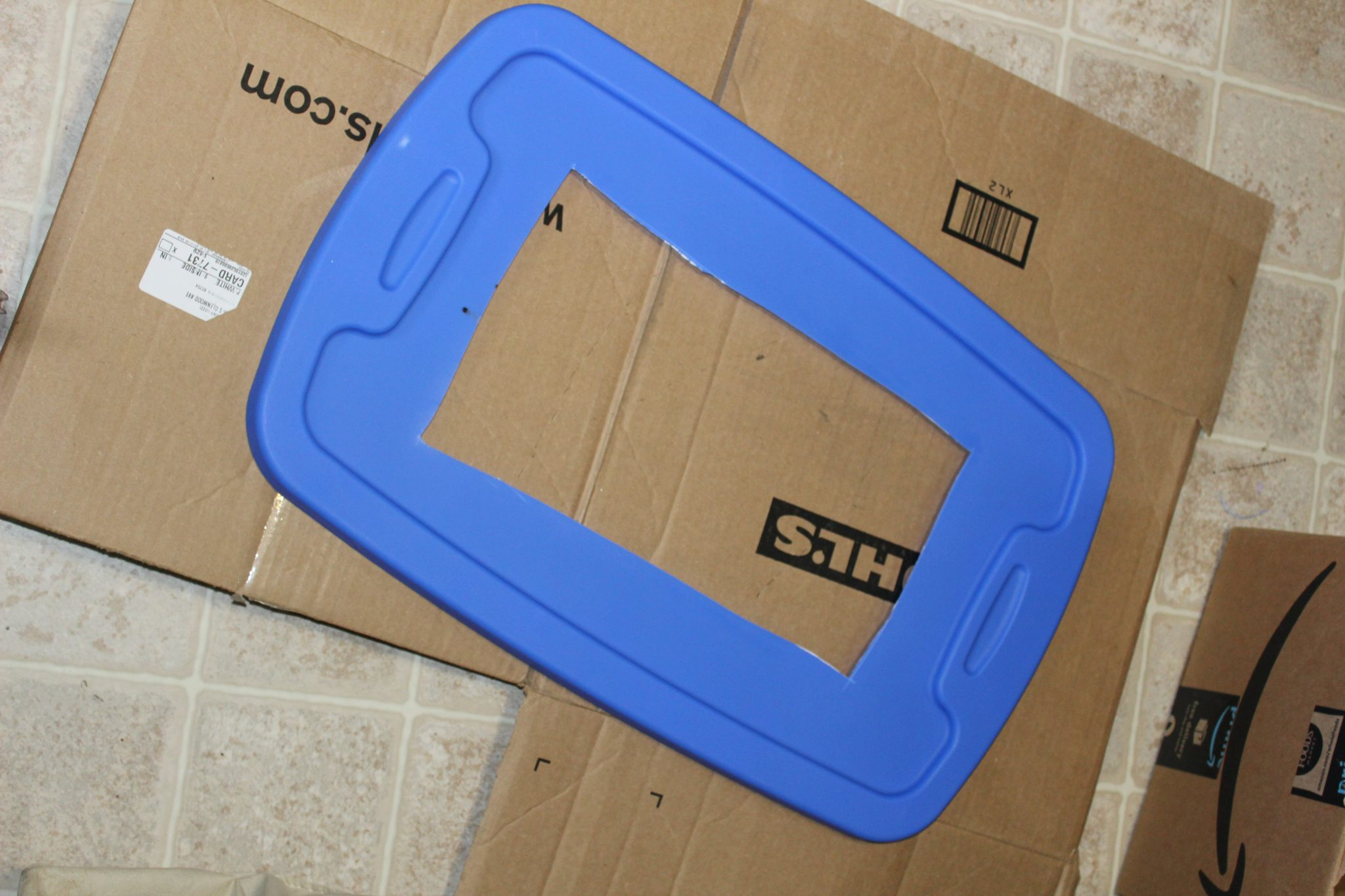 blue tote lid with center cut out